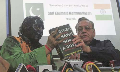 Shiv Sena assaults Kasuri's host in Mumbai