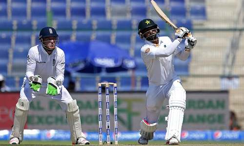 Hafeez, Malik steady Pakistan in first Test