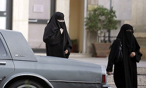 Saudi women electioneers can't publish photos, address voters