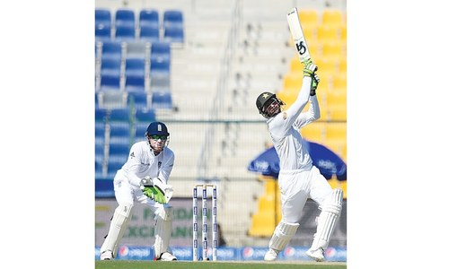 Malik returns in style, Younis in record books as Pakistan take charge
