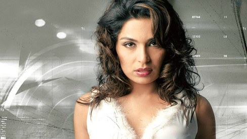 Item song alert: Meera appears in a poor man's fantasy for B-town comedy film