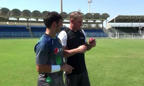 Video: Yasir perfects the flipper with Shane Warne
