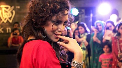 Revealed: Former model Saima Azhar's debut film will be Sahir Lodhi's 'Rastey'