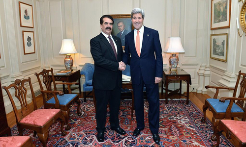 Gen Raheel takes up regional security with Kerry, highlights Kashmir issue