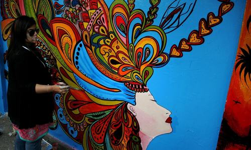 Artists participate in street art competition in Lahore