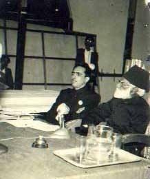 بابائے اردو مولوی عبدالحق کے ساتھ ایک یادگار اور نایاب تصویر.