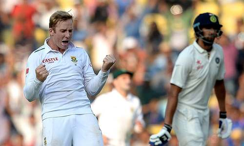 Morkel, Harmer skittle India on dicey pitch