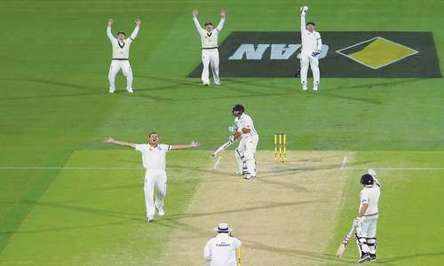 NZ struggle as wickets tumble again
