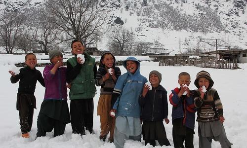 سوات: برف باری میں سیاحوں کا انتخاب