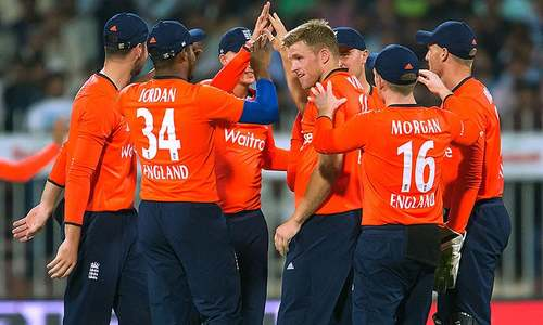 England edge Pakistan in super over to sweep T20 series