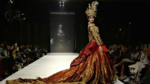 FPW Day 3: Zainab Chottani shines bright, Nilofer Shahid marries art and fashion