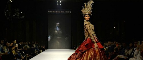 FPW Day 3: Zainab Chottani shines bright, Nilofer Shahid marries art and fashion