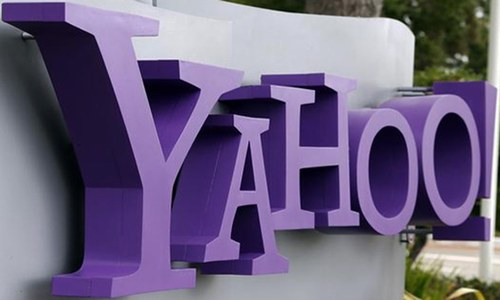 As Yahoo struggles to stay afloat, board weighs future of company