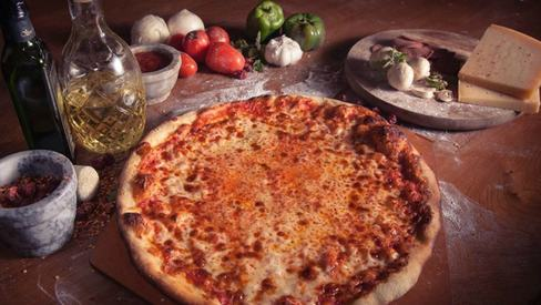 Weekend grub: Karachi's famous O's answers your authentic New York pizza prayers