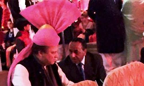 Modi's gift to Nawaz ─ a pink turban on the occasion of his granddaughter's wedding