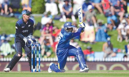 Dilshan anchors Sri Lanka to stay alive in NZ series