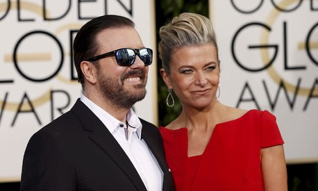 Gervais provokes Hollywood in return to Golden Globes