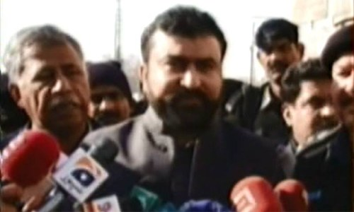 Balochistan Home Minister Mir Sarfaraz Bugti speaks to media after the blast.—DawnNews