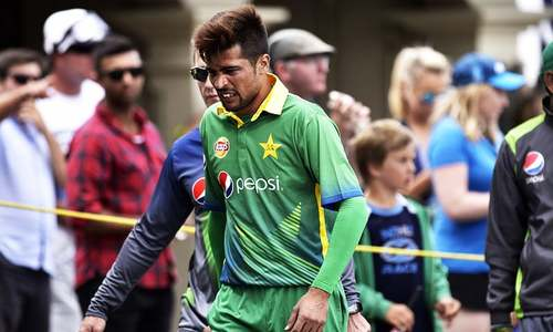 'A dollar for you': Hafeez comes to Amir's rescue
