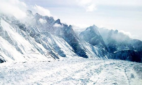 10 Indian soldiers go missing after avalanche hits glacier