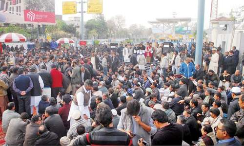 Islamabad airport 'overrun' by protesters