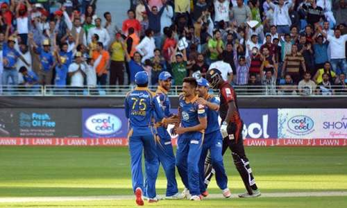 Amir takes hat-trick as Karachi Kings easily overcome Lahore Qalandars