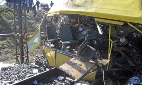 India bus crash kills at least 37
