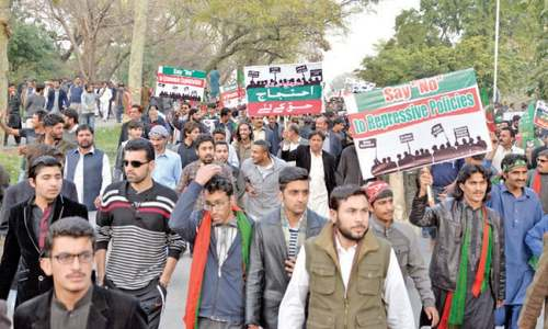 PTI protesters against PIA privatisation face traders' wrath