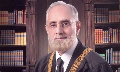CJP warns govt to tackle Thar situation before judiciary intervenes