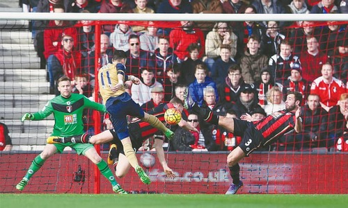 Arsenal back in title race with victory at Bournemouth