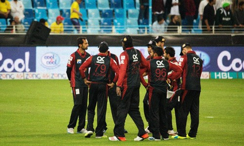Gayle out as Qalandars put into bat by Gladiators