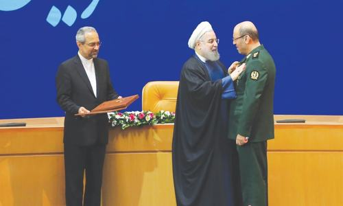 Iran awards medals of honour to its negotiators