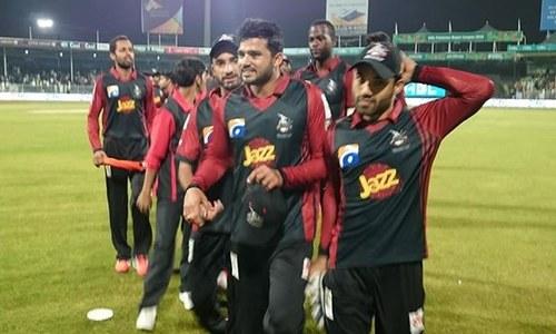لاہور قلندرز نے پشاور زلمی کے خلاف میدان مارلیا