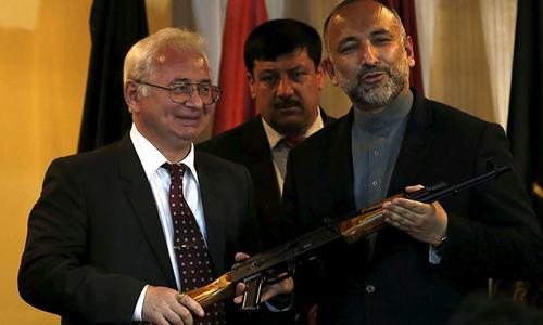 Russia gives Afghanistan 10,000 Kalashnikovs