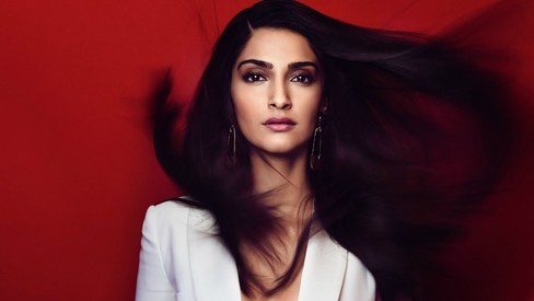 """Sonam Kapoor refuses to go to Hollywood as the """"hot exotic Indian girl"""""""
