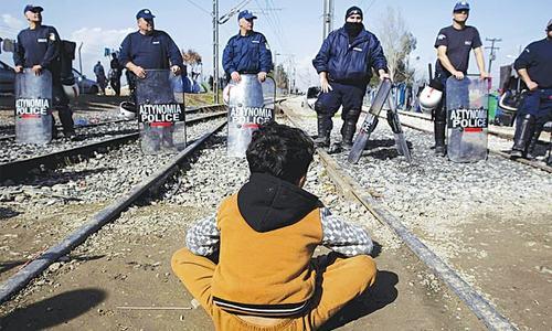 Greece seeks EU aid for 100,000 refugees
