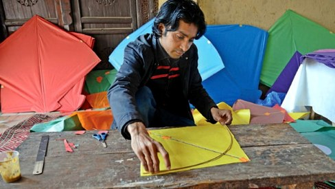 Kids rekindle love for traditional arts with Lok Virsa's kite and chunri-making program