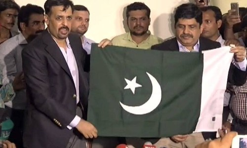 Mustafa Kamal decimates MQM chief Altaf, announces new political party