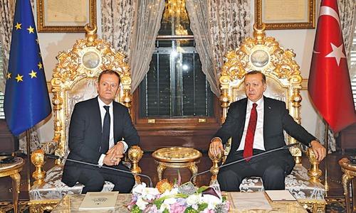 EU outlines plan to save open borders, cajoles Turkey