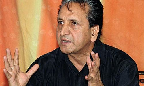 Qadir asks for removal of selection committee