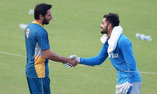 Pakistan gear up for the big match, Kohli presents Amir with a cricket bat