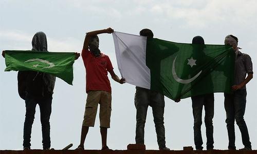 Kashmiris hoist Pakistan flag in Srinagar