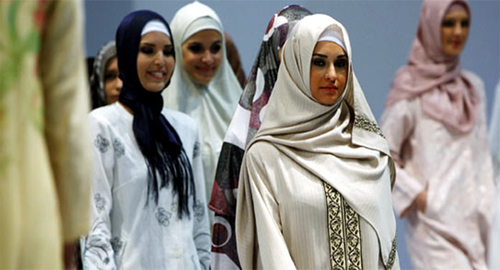 Fashion mogul accuses designers of 'enslaving women' with Islamic styles
