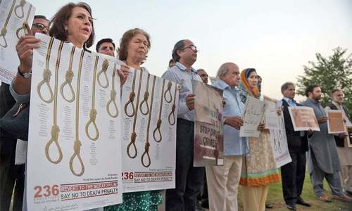Pakistan ranks third in executions race with unprecedented number of hangings in 2015