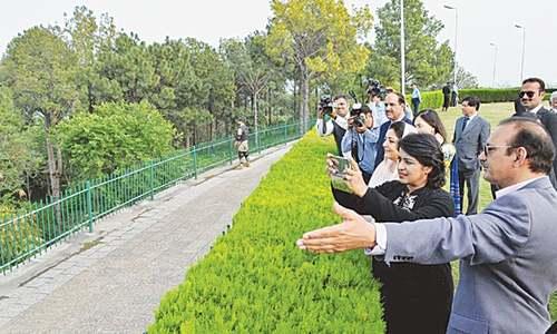 Mauritius president plants sapling at Shakarparian