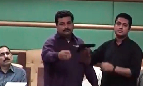TV channel team exposes 'poor security' at Sindh Assembly, gets arrested