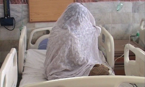Mother, three children attacked with acid in Multan
