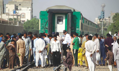Train derails at Cantt Station