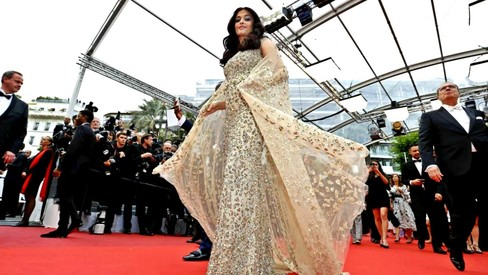 Aishwarya finally makes Cannes 2016 debut, sweeps red carpet with gold cape