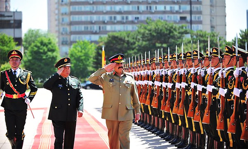 Army chief discusses CPEC security with Chinese counterpart